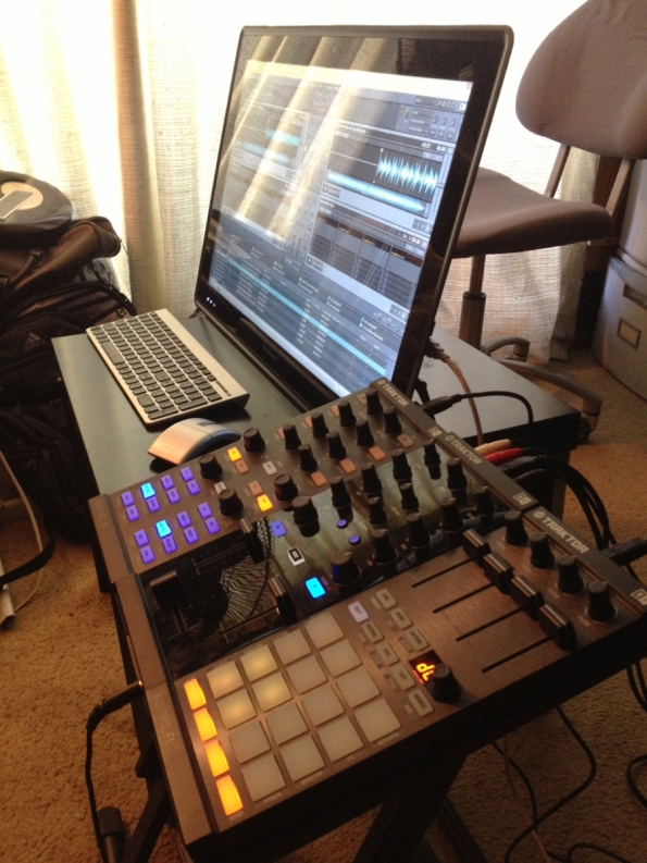 Lenovo touchscreen and Native Instruments Kontrollers